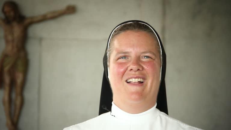 Das Apostolische Glaubensbekenntnis   katholisch.de